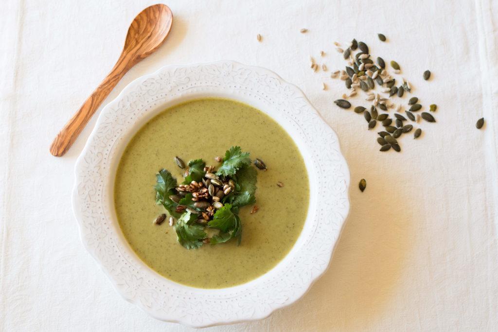 Sopa verde detox e anti-inflamatória