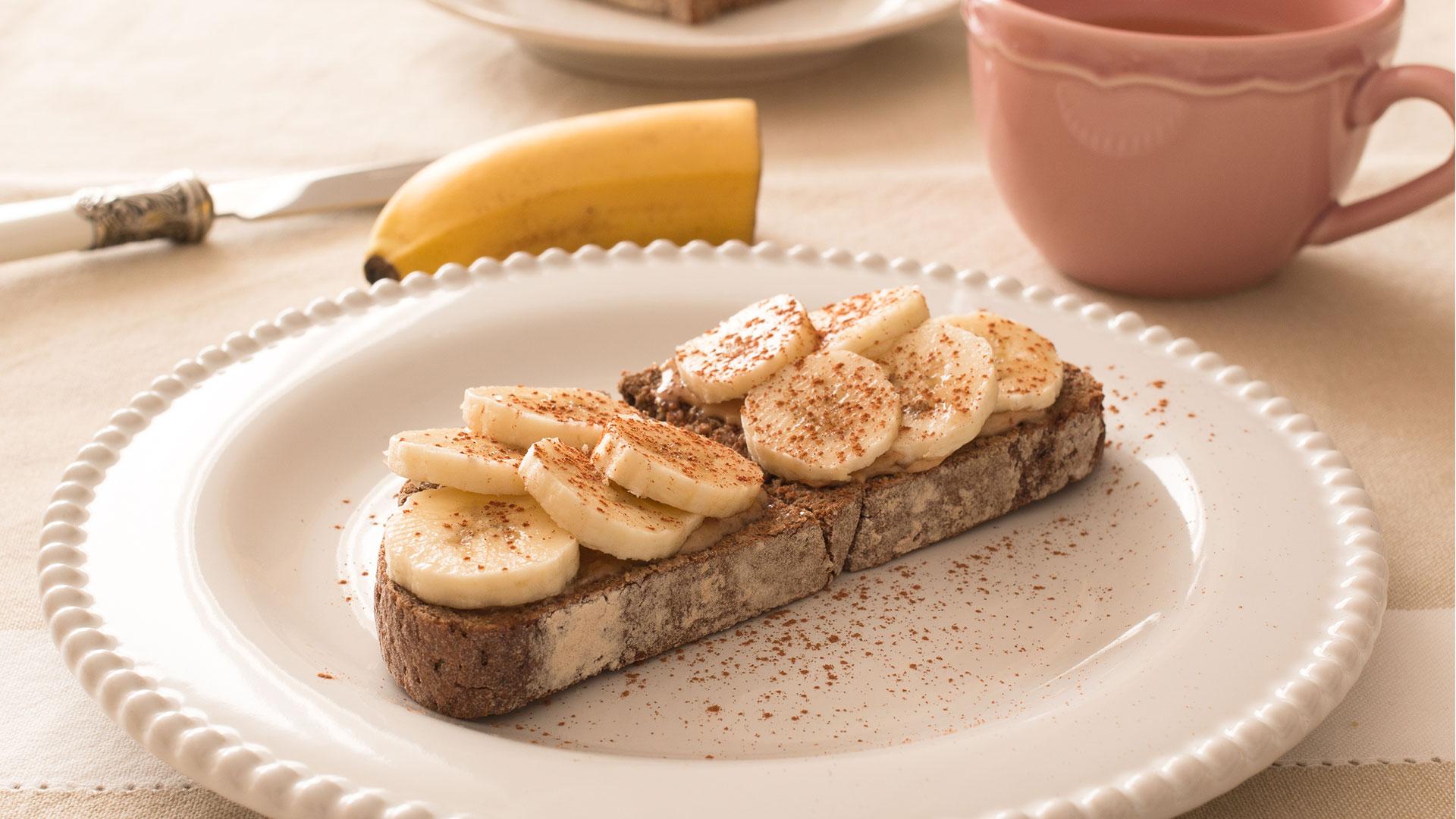 Torrada com Manteiga de Amêndoa e Banana