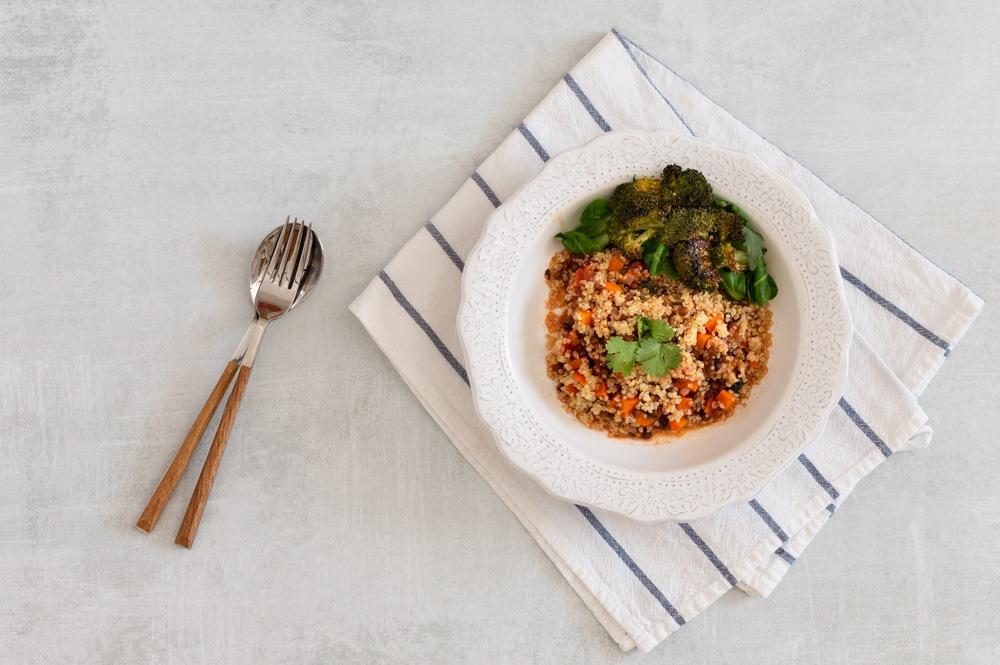 Salada de quinoa com lentilhas e brócolos